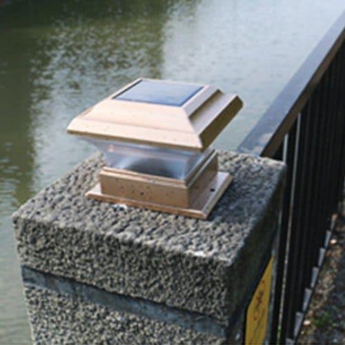 Lionina Solarbetriebene LED-Deckkappen, Zaunbeleuchtung, 2 Stück, wasserfest, bronzefarben